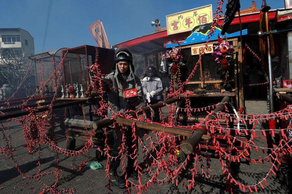 Lễ hội pháo hoa Tổ ong Diêm Thủy ở Đài Loan - Ảnh 8.