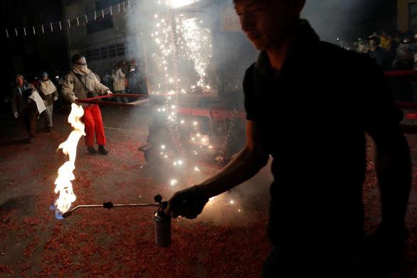 Lễ hội pháo hoa Tổ ong Diêm Thủy ở Đài Loan - Ảnh 9.