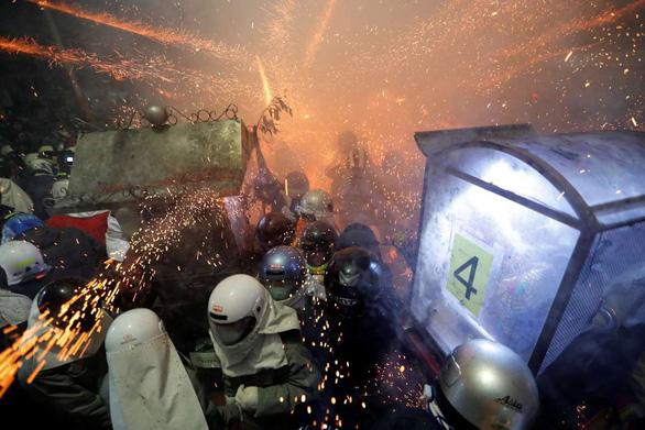 Lễ hội pháo hoa Tổ ong Diêm Thủy ở Đài Loan - Ảnh 2.
