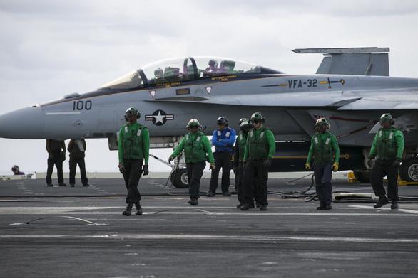 Sức mạnh khét tiếng của đội tàu sân bay Mỹ - Ảnh 6.