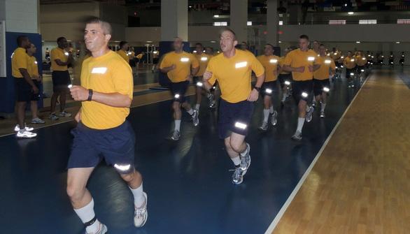 Lính hải quân Mỹ rèn luyện như siêu nhân - Ảnh 4.