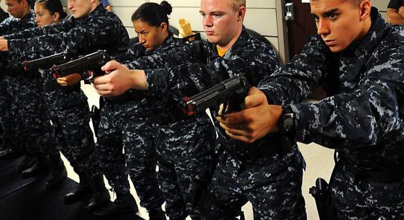 Lính hải quân Mỹ rèn luyện như siêu nhân - Ảnh 1.