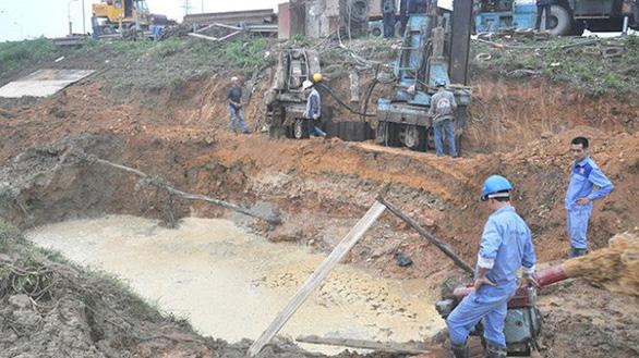 Thủ tướng yêu cầu kiểm tra thông tin đường ống nước sạch sông Đà bị rò rỉ - Ảnh 1.