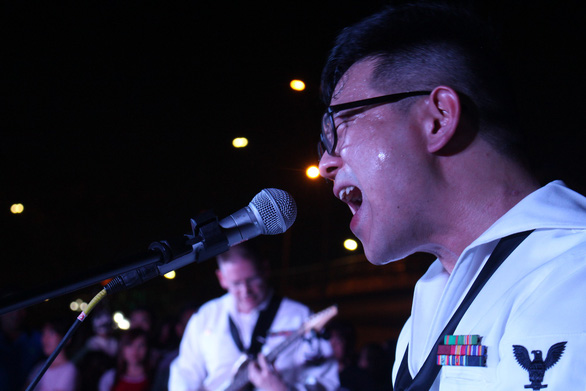 Hải quân Mỹ cháy hết mình cùng người dân Đà Nẵng - Ảnh 7.