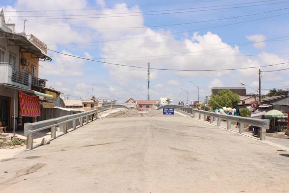 Cầu xây 6 năm chưa xong vì vướng… 1 hộ dân - Ảnh 1.