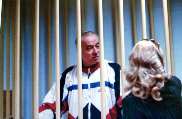 Vụ đầu độc cựu điệp viên: Anh trục xuất các nhà ngoại giao, đóng băng tài sản Nga - Ảnh 2.