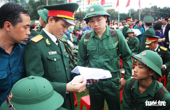 Thanh niên Nghệ An ngày nhập ngũ quyết 'vượt nắng, thắng mưa' - Ảnh 1.