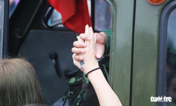Thanh niên Nghệ An ngày nhập ngũ quyết 'vượt nắng, thắng mưa' - Ảnh 9.