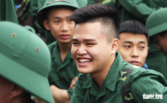 Thanh niên Nghệ An ngày nhập ngũ quyết 'vượt nắng, thắng mưa' - Ảnh 7.