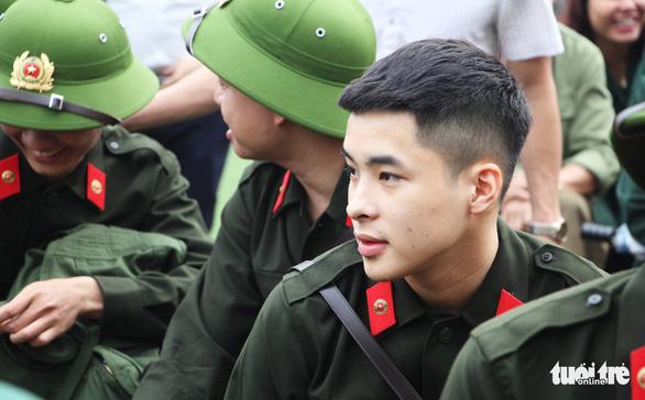 Thanh niên Nghệ An ngày nhập ngũ quyết 'vượt nắng, thắng mưa' - Ảnh 4.
