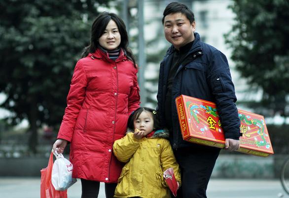 Cho sinh hai dân cũng không đẻ, Bắc Kinh tính đến kế sách 3 con - Ảnh 1.