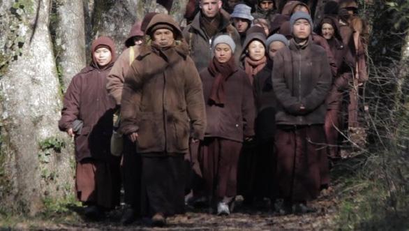 Thong dong cùng thiền sư Thích Nhất Hạnh trong Walk with me - Ảnh 4.