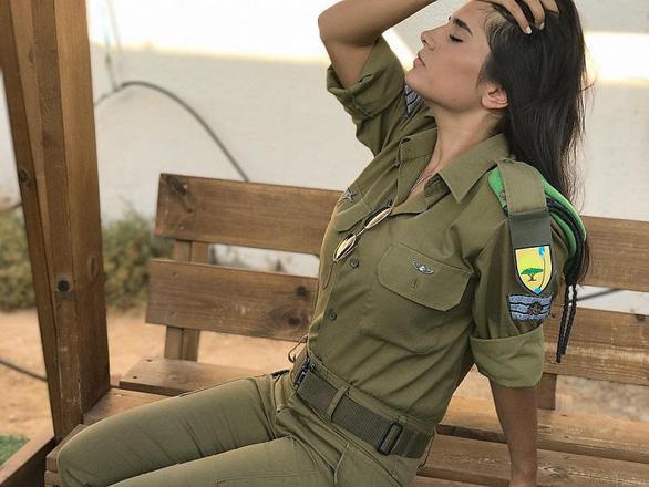 Tranh luận dữ dội tại Israel vì các nữ binh sĩ... quá đẹp - Ảnh 18.