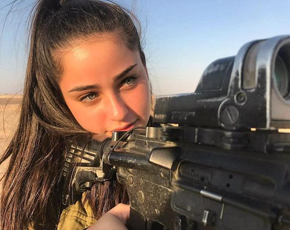 Tranh luận dữ dội tại Israel vì các nữ binh sĩ... quá đẹp - Ảnh 12.