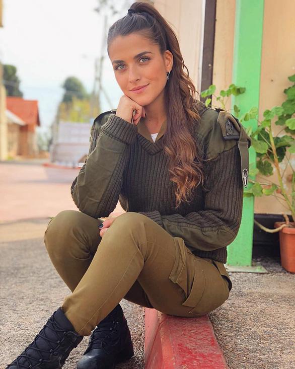 Tranh luận dữ dội tại Israel vì các nữ binh sĩ... quá đẹp - Ảnh 3.