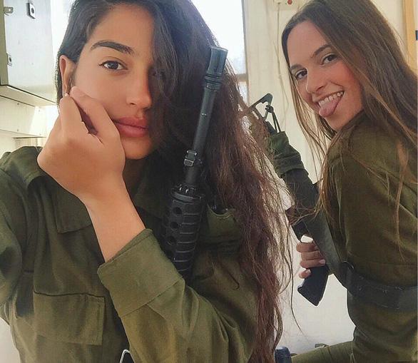 Tranh luận dữ dội tại Israel vì các nữ binh sĩ... quá đẹp - Ảnh 13.