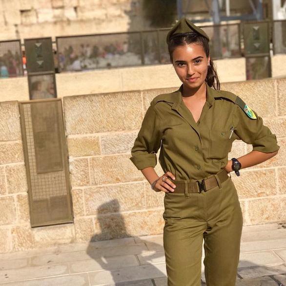 Tranh luận dữ dội tại Israel vì các nữ binh sĩ... quá đẹp - Ảnh 15.