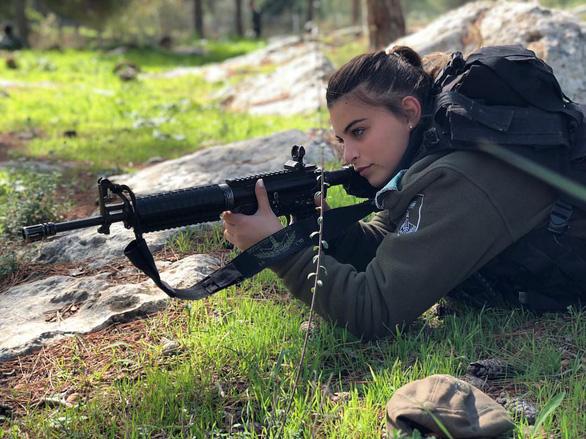 Tranh luận dữ dội tại Israel vì các nữ binh sĩ... quá đẹp - Ảnh 17.