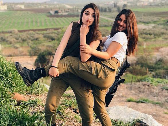 Tranh luận dữ dội tại Israel vì các nữ binh sĩ... quá đẹp - Ảnh 1.