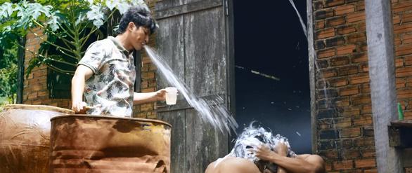 Lật mặt 3 tung teaser... tắm chung của ba nhân vật chính - Ảnh 1.