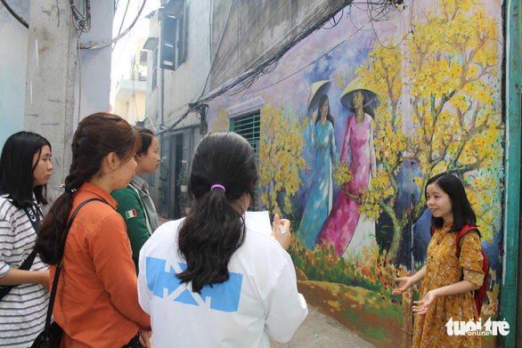 Bạn trẻ đua nhau check-in hẻm bích họa Đà Nẵng - Ảnh 5.