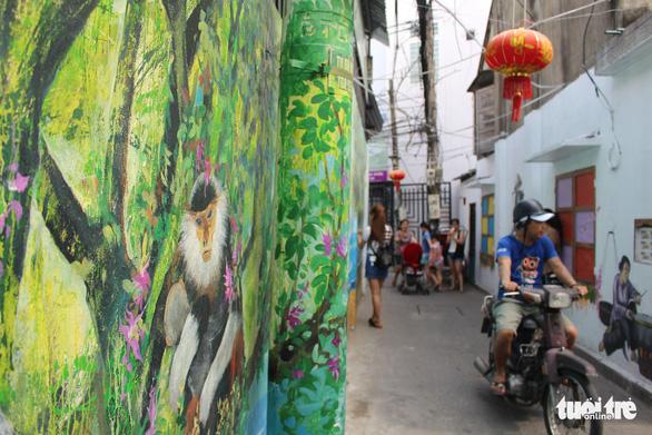 Bạn trẻ đua nhau check-in hẻm bích họa Đà Nẵng - Ảnh 6.