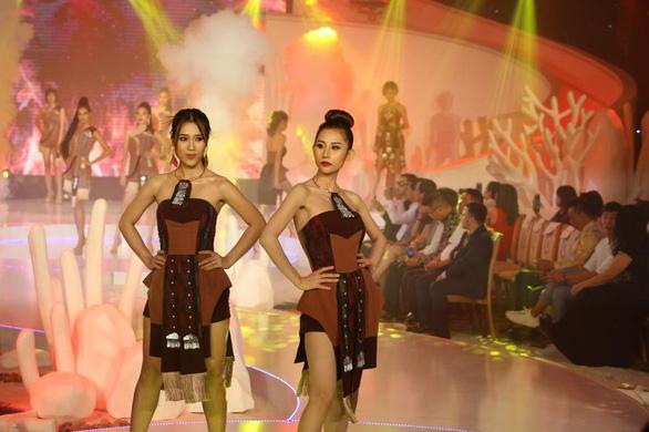 Lệ Nam đăng quang Người mẫu thời trang cùng cơn mưa giải thưởng - Ảnh 8.