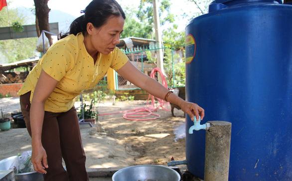 Hạn gay gắt, dân Ninh Thuận gặp khó vì thiếu nước sinh hoạt - Ảnh 2.