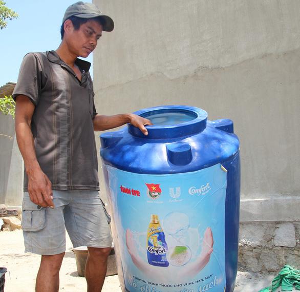 Hạn gay gắt, dân Ninh Thuận gặp khó vì thiếu nước sinh hoạt - Ảnh 3.