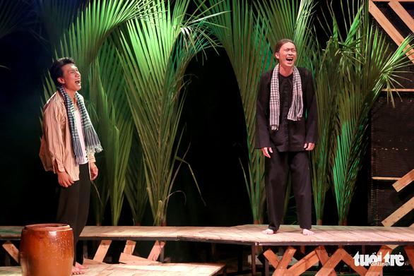 Hoài Linh khiến khán giả khóc cười trong Hiu hiu gió bấc - Ảnh 4.