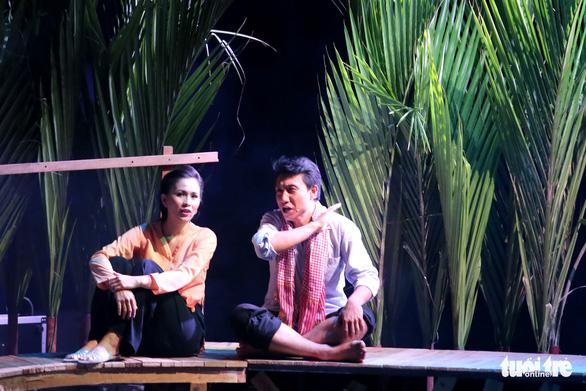 Hoài Linh khiến khán giả khóc cười trong Hiu hiu gió bấc - Ảnh 6.