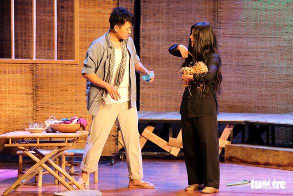 Hoài Linh khiến khán giả khóc cười trong Hiu hiu gió bấc - Ảnh 7.