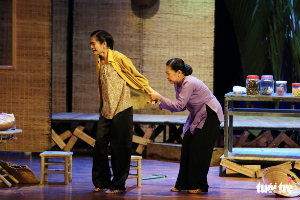 Hoài Linh khiến khán giả khóc cười trong Hiu hiu gió bấc - Ảnh 8.