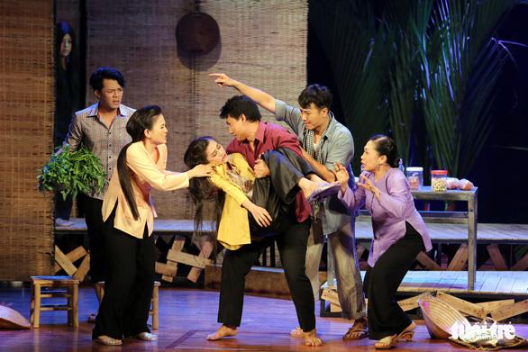 Hoài Linh khiến khán giả khóc cười trong Hiu hiu gió bấc - Ảnh 9.