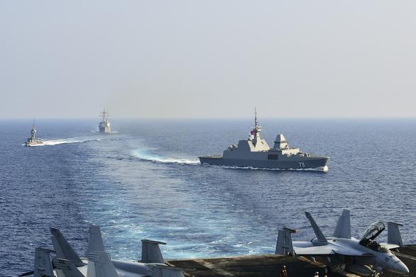 Mỹ - Trung tập trận ghè nhau trên Biển Đông - Ảnh 3.