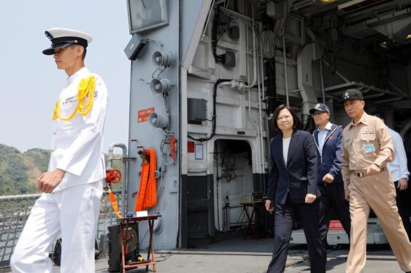 Đài Loan kéo tàu ngầm ra biển tập trận thách thức Trung Quốc - Ảnh 2.