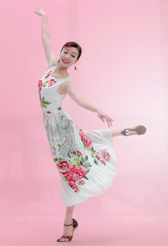 Tranh Đông Hồ vào Mùa hạnh phúc của Hồ Trần Dạ Thảo - Ảnh 3.