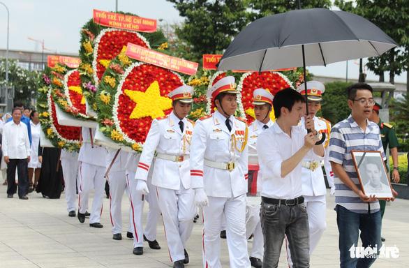 Anh Nguyễn Văn Trỗi đã an nghỉ tại nghĩa trang liệt sĩ TP.HCM - Ảnh 1.