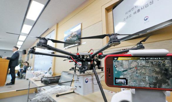 Bộ Quốc phòng khuyến khích dùng máy bay không người lái trong nông nghiệp - Ảnh 1.