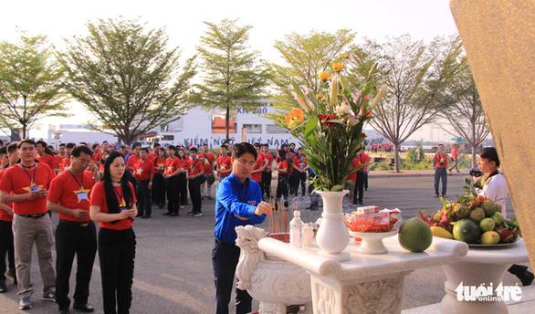 Đoàn Hành trình Tuổi trẻ vì biển đảo quê hương lên đường thăm Trường Sa - Ảnh 1.
