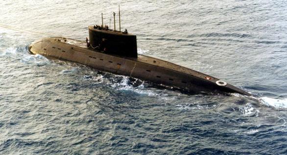 Tàu ngầm Nga, Anh vờn nhau trước vụ tấn công Syria - Ảnh 1.