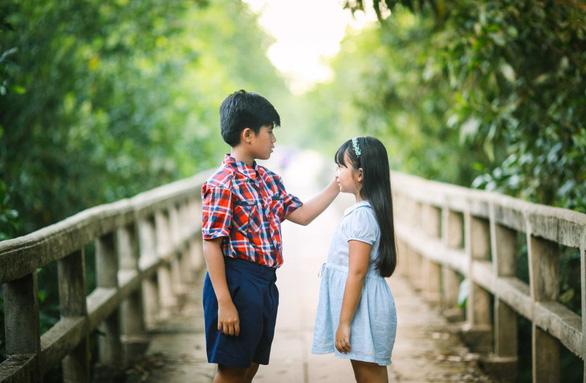 Trẻ em dân tộc thiểu số lần đầu được xem Cô gái đến từ hôm qua - Ảnh 4.