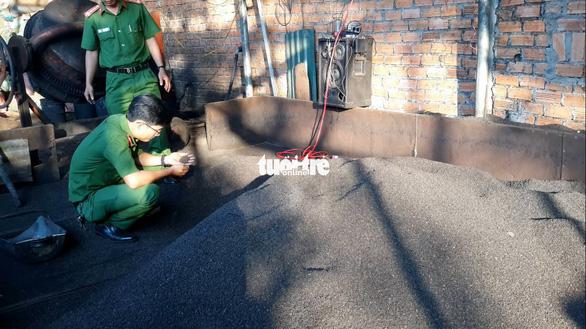 Còn nhiều cà phê bẩn trộn than pin tại thủ phủ Đắk Nông - Ảnh 1.