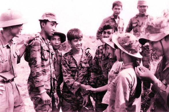 Hai người lính mong hòa bình mãi mãi - Ảnh 2.