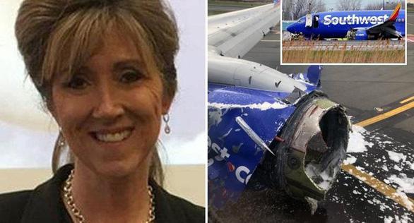 Nước Mỹ tôn vinh nữ phi công cứu 148 người trên máy bay nổ động cơ - Ảnh 4.