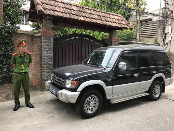 Công an khám xét nhà 2 cựu chủ tịch Đà Nẵng liên quan Vũ nhôm - Ảnh 2.