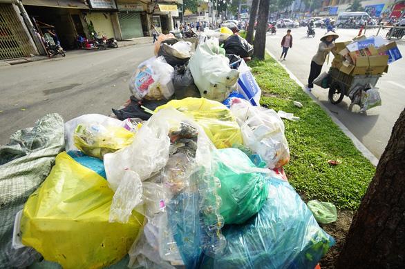Người Việt thải gần 18.000 tấn rác thải nhựa mỗi ngày - Ảnh 1.