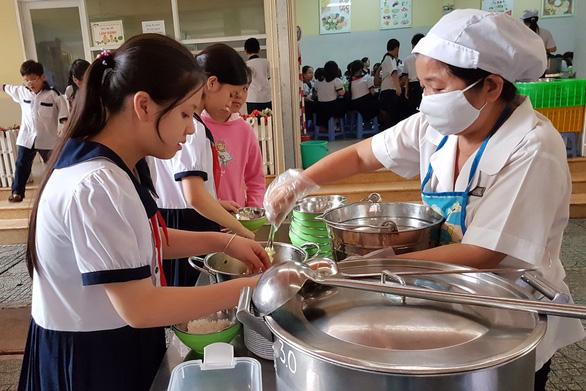 Bộ GD-ĐT yêu cầu hội phụ huynh giám sát an toàn vệ sinh thực phẩm - Ảnh 1.