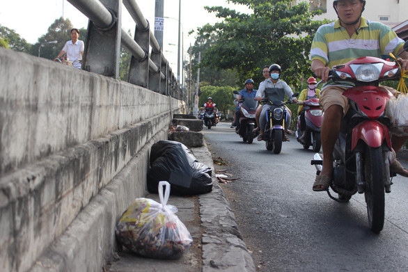 Sài Gòn ra đường là gặp rác thải - Ảnh 8.