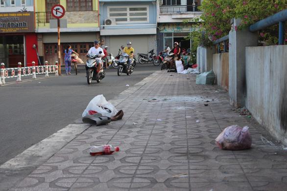 Sài Gòn ra đường là gặp rác thải - Ảnh 12.